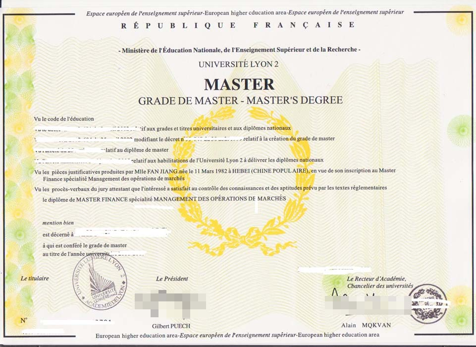 The fake University of LYON2 diploma and transcript.